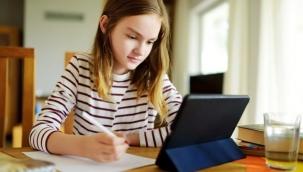 Ücretsiz tablet öğrencilere ulaşmaya başkadı